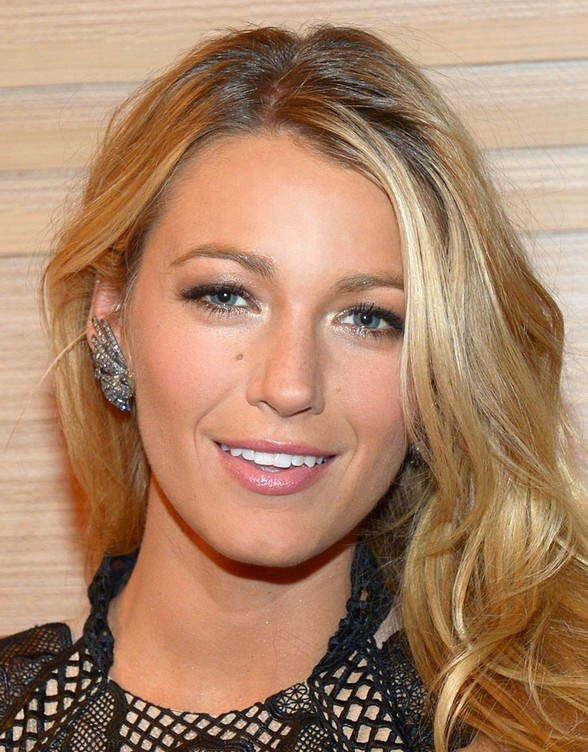 Superb Celebrity Hairstyles Blake Lively39S Long Blonde Wavy Hairstyle Hairstyles For Women Draintrainus