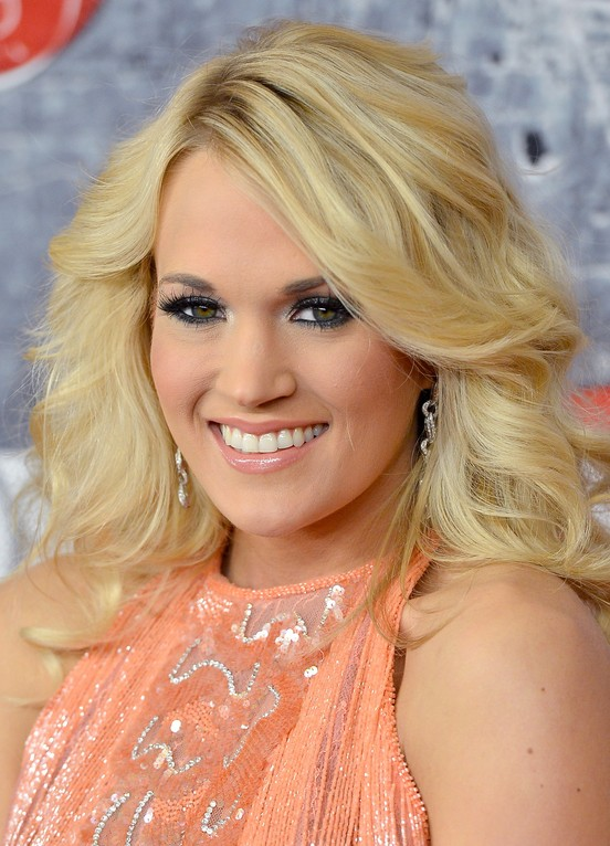 Carrie Underwood Long Blonde Wavy Hairstyle