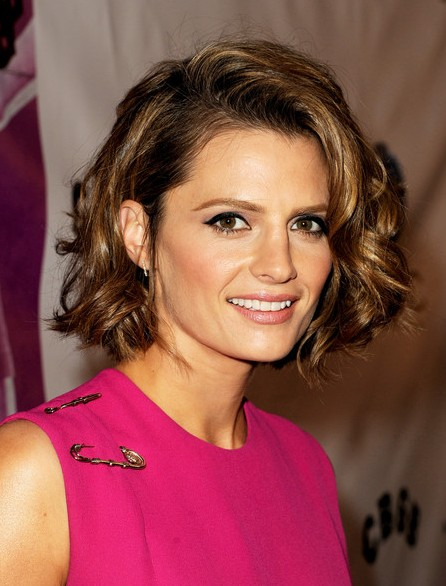 Stana Katic Short Haircut - Super Cute Short Wavy Bob Cut for Thick Hair