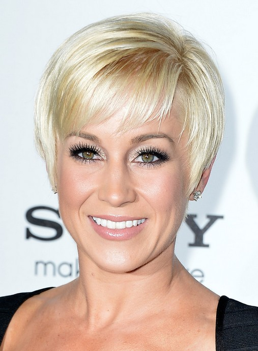 Kellie Pickler Short Pixie Hairstyles 2015 - Short Straight Pixie Haircut with Bangs