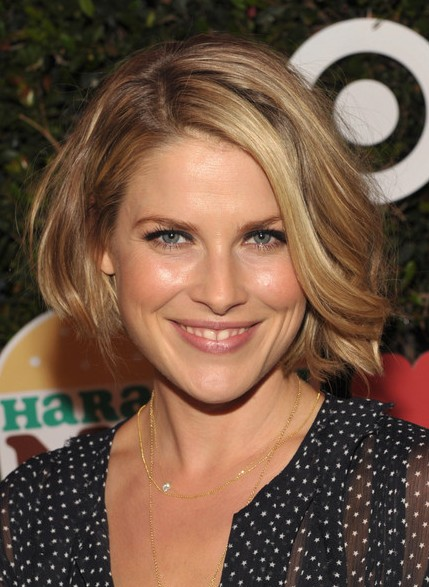 Ali Larter Short Bob Hairstyle - Side-part Asymmetric Bob