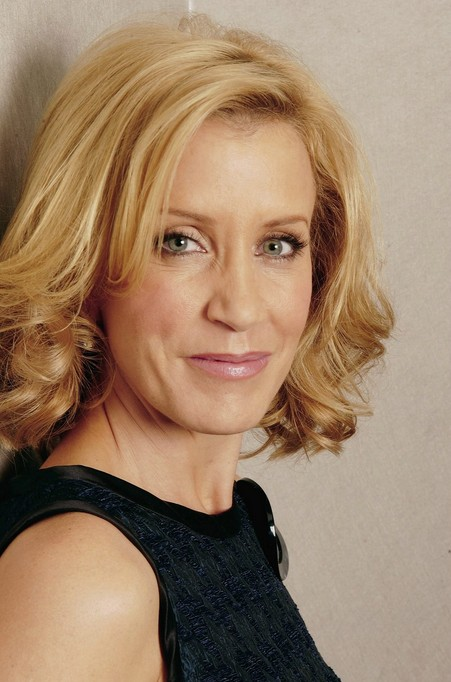 Felicity Huffman Layered Thick Medium Hairstyle For Women Over 50