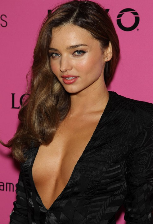 Deep Side Parting Long Wavy Hairstyle Miranda Kerr