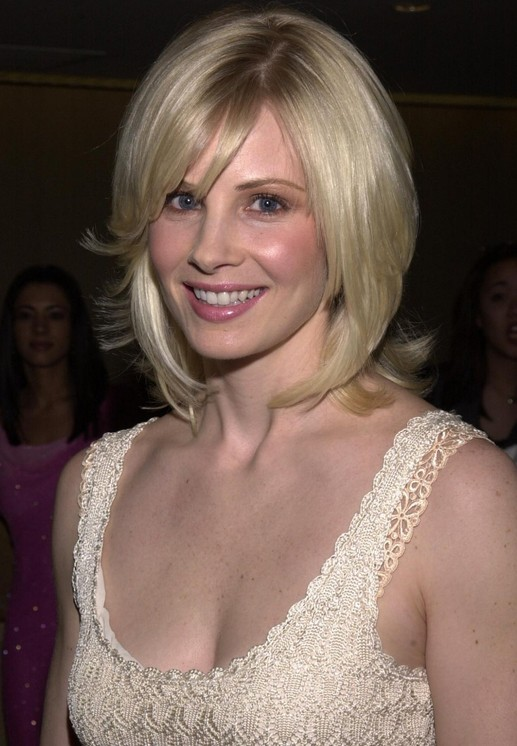 Monica Potter blonde stragiht demi bob hairstyle