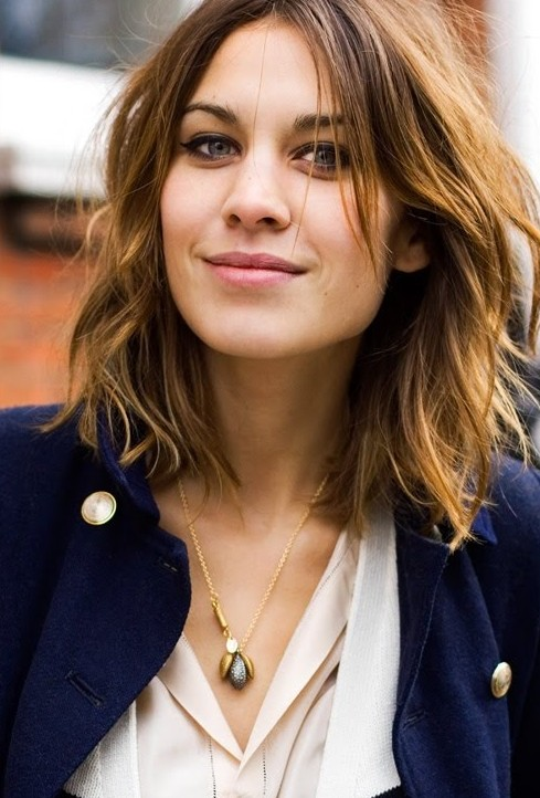 How To Style A Wavy Long Bob