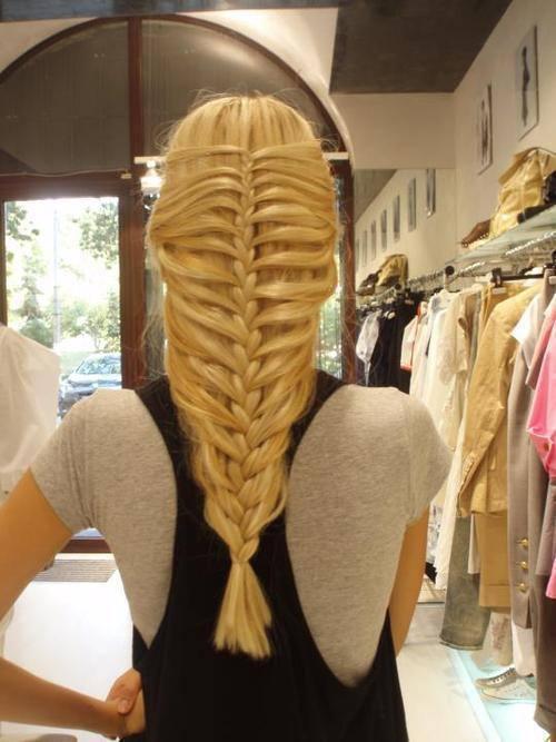 прическа русалка с распущенными волосами с хвостиком