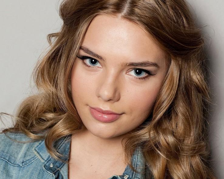 Indiana Evans Long Hairstyles - Summer Hair Ideas - Hairstyles Weekly