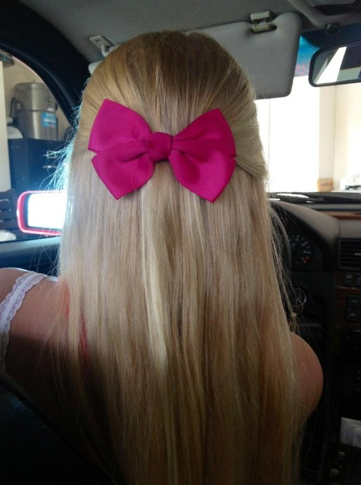 Spring Hair Idea Smart Amp Sassy Blonde With Pink Bow