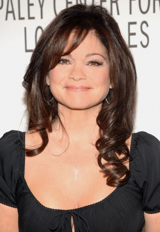 Valerie Bertinelli hairstyle for round face shapes