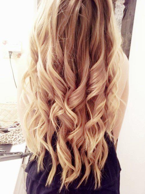 Soft Curly Hairstyle for Evenings - Large Loose Barrel Waves with ...