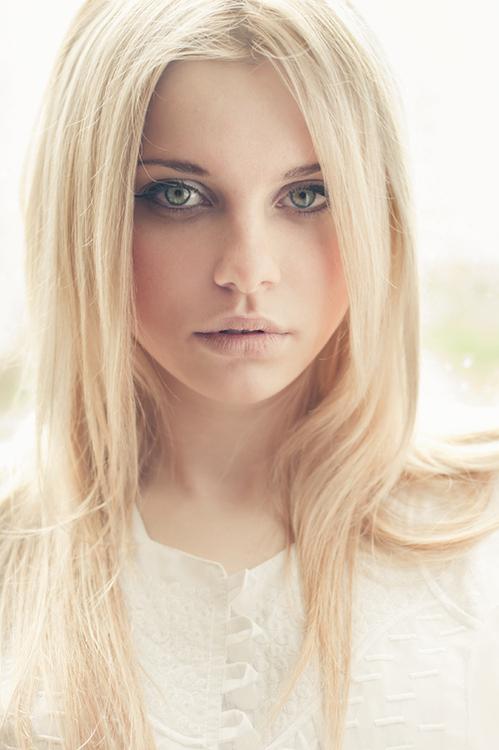 Enjoyable Center Parting Long Straight Blonde Hair Style For Women Hairstyles For Women Draintrainus