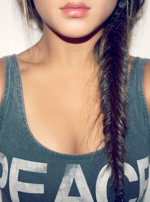 Cute Messy Fishtail Side Braid for Girls - Hairstyles Weekly