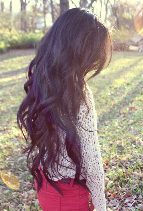 Long Wavy Hair Style - Dark Hairstyle for Women - Hairstyles Weekly