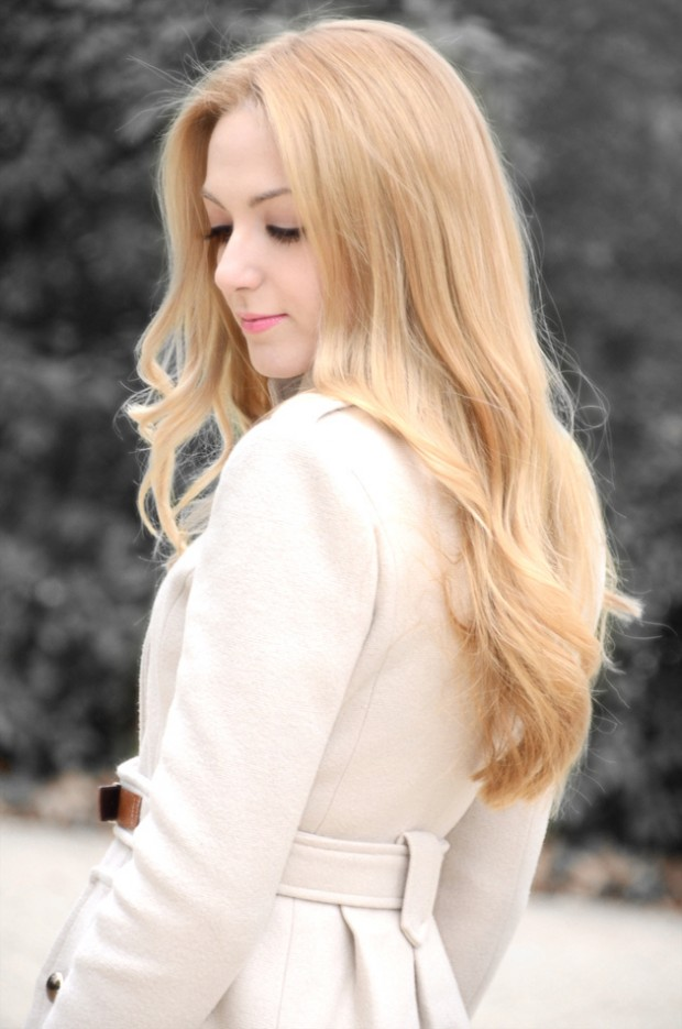 Beautiful Long Blonde Hairstyle for Spring