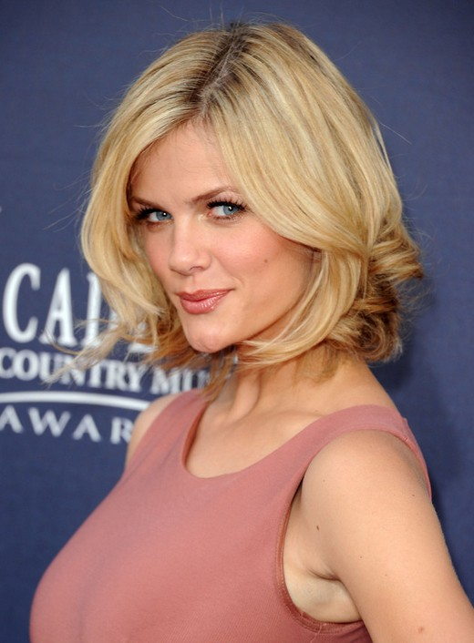 Chic Layered Bob Cut For Women Brooklyn Decker Short
