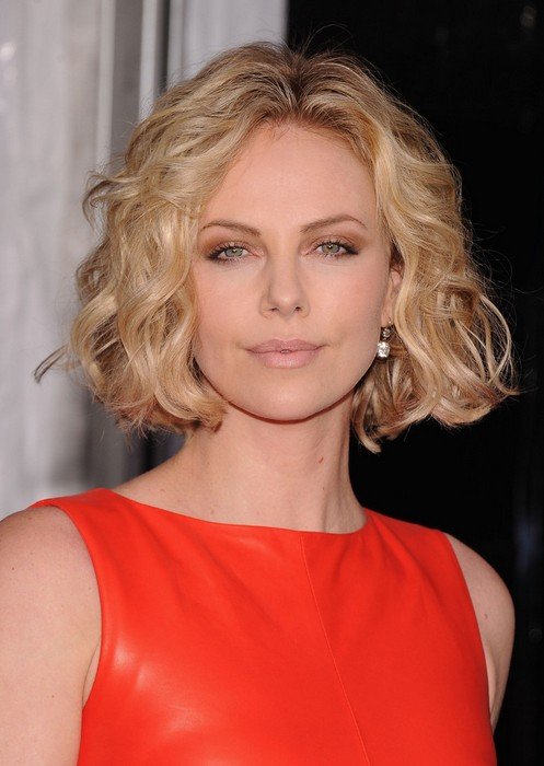 Peachy 15 Female Celebrities With Round Faces Hairstyles Weekly Hairstyles For Men Maxibearus