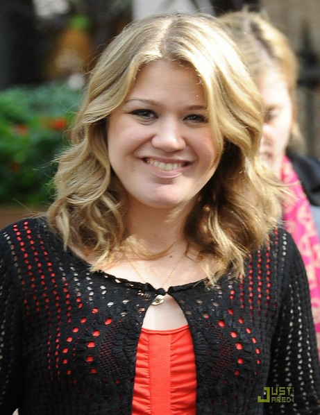 Pleasing Shoulder Length Curly Hairstyle For Round Faces Kelly Clarkson Short Hairstyles Gunalazisus