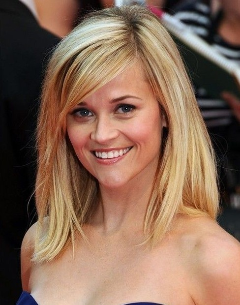 Celebrity Layered Hairstyle - Blonde Straight Hair with Bangs