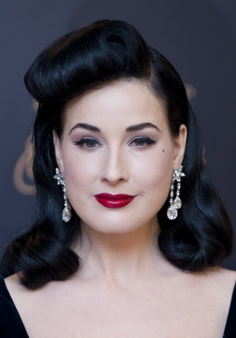 1950's Hairstyle: Dita's Classic Long Black Retro Hairstyle