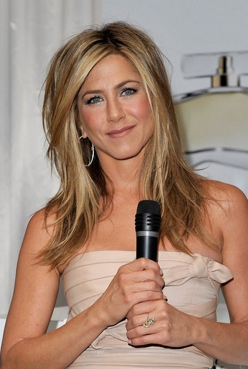 Jennifer Aniston Medium Layered Hairstyle
