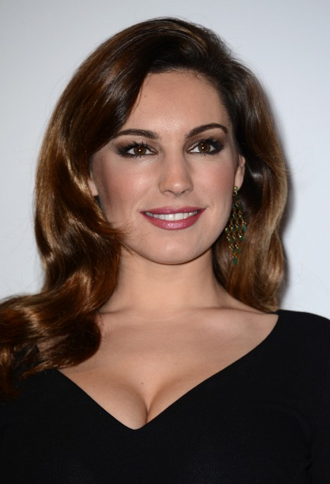 Retro Wavy Hairstyle For Long Hair Kelly Brook Hairstyle