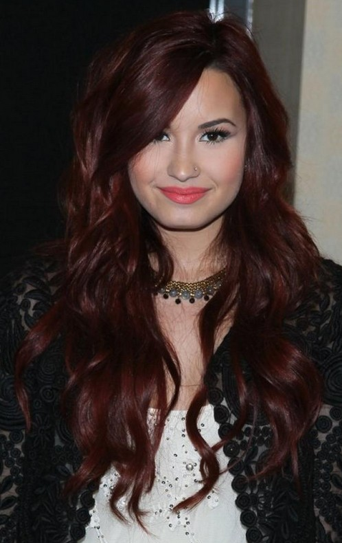 Demi Lovato Hairstyle Layered Long Wavy Haircut For Fall