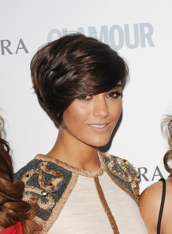 Frankie Sandford Side Parted Short Layered Haircut for Thick Hair