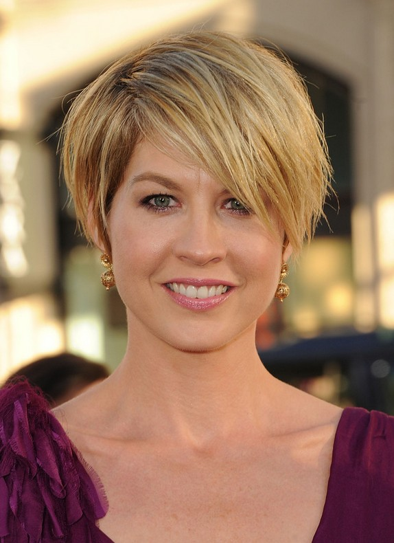 Jenna Elfman Short Choppy Messy Hairstyle With Bangs