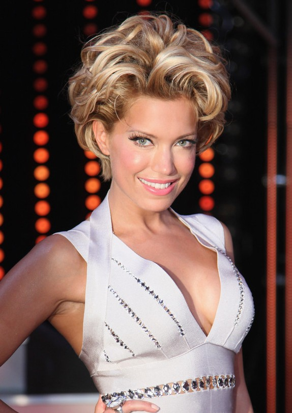 Celebrity Short Blonde Curly Hairstyle For Women