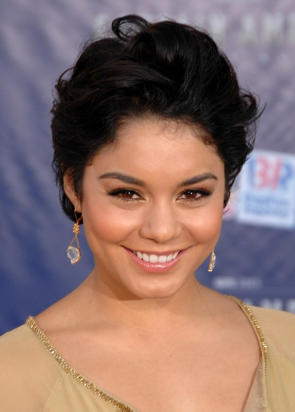 Vanessa Hudgens Short Black Wavy Hairstyle for Night Out