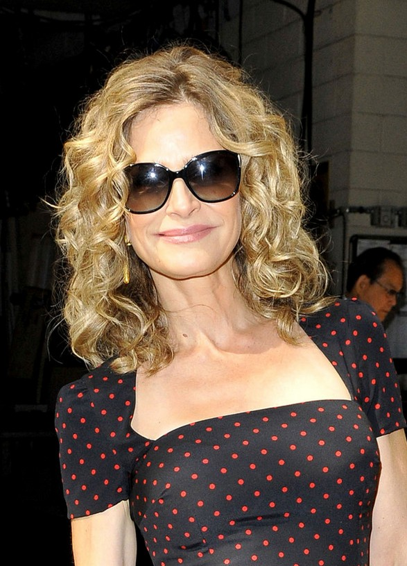 Kyra Sedgwick Easy Naturally Curly Hairstyle for Women Over 40