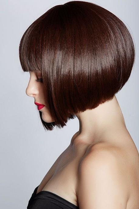 Short Bob Haircut with Bangs from Dannii Minogue Chic Sombre Short Bob ...