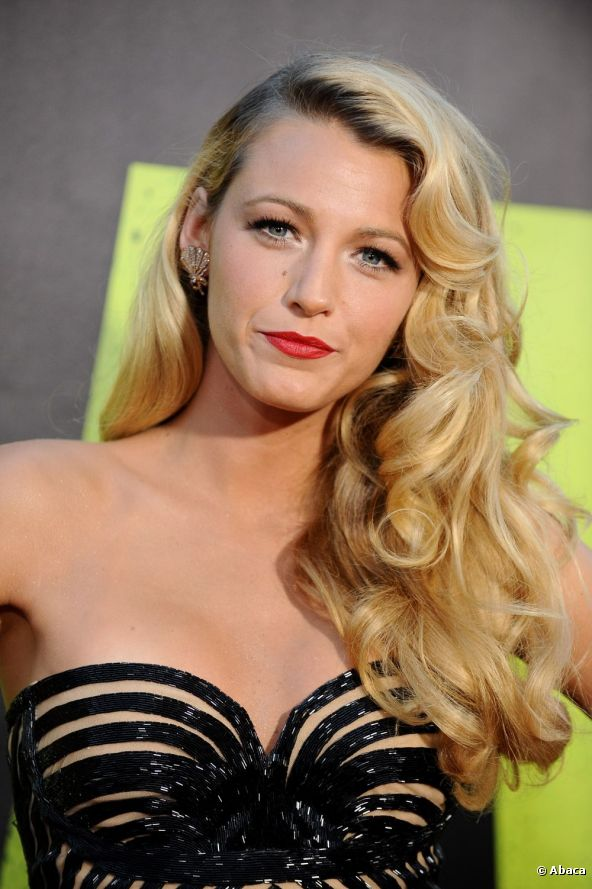 Celebrity Blake Lively Side Swept Wavy Curly Hairstyle for Women