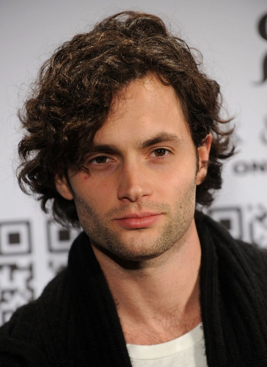 Penn Badgley Cool Short Loose Curly Hairstyle for Men