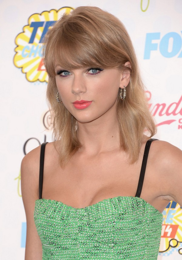 Taylor Swift Latest New Medium Wavy Cut with Bangs