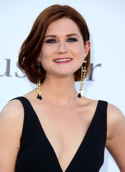 Bonnie Wright Short Wavy Bob Hairstyle for Thick Hair