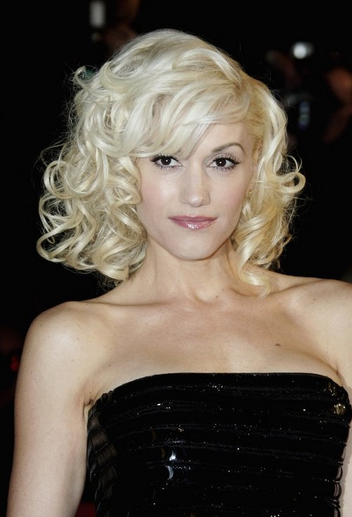 Gwen Stefani Blonde Curly Hairstyle for Short Hair
