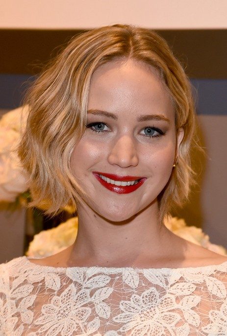 Jennifer Lawrence Layered Short Wavy Thick Hair for Women