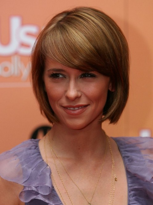 Jennifer Love Hewitt Short Rounded Bob Haircut with Side Swept Bangs