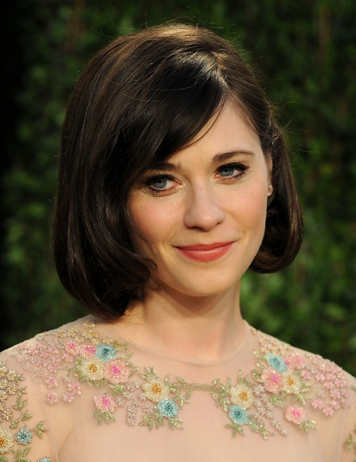 Zooey Deschanel Short Layered Bob Hairstyle With Side Bangs For Thick Hair Hairstyles Weekly