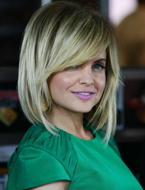 Mena Suvari layered bob hairstyle with side swept bangs for thick hair