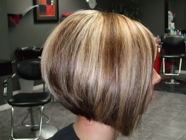 Hairstyles 2019: Side View Of Graduated Bob Haircut With Highlights