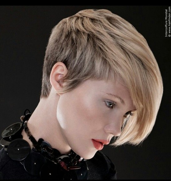 30 Short Hairstyles for Women: Asymmetric Short Haircut