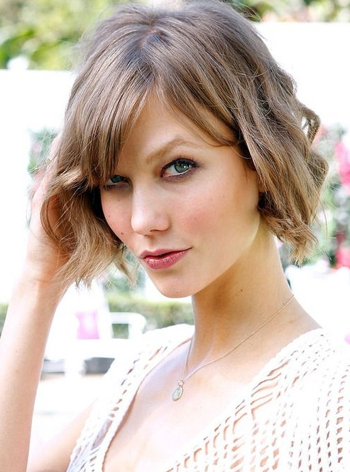 Karlie Kloss Short Haircut for Summer: Wavy Bob Cut