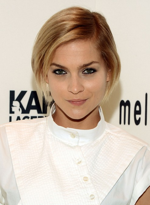 Celebrity Side Parted Haircut With Bangs For Short Hair Hairstyles