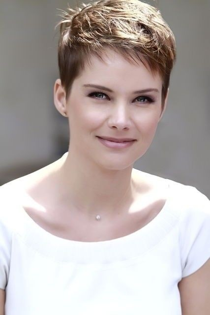Very Short Haircut For Office Feminine Straight Pixie Cut