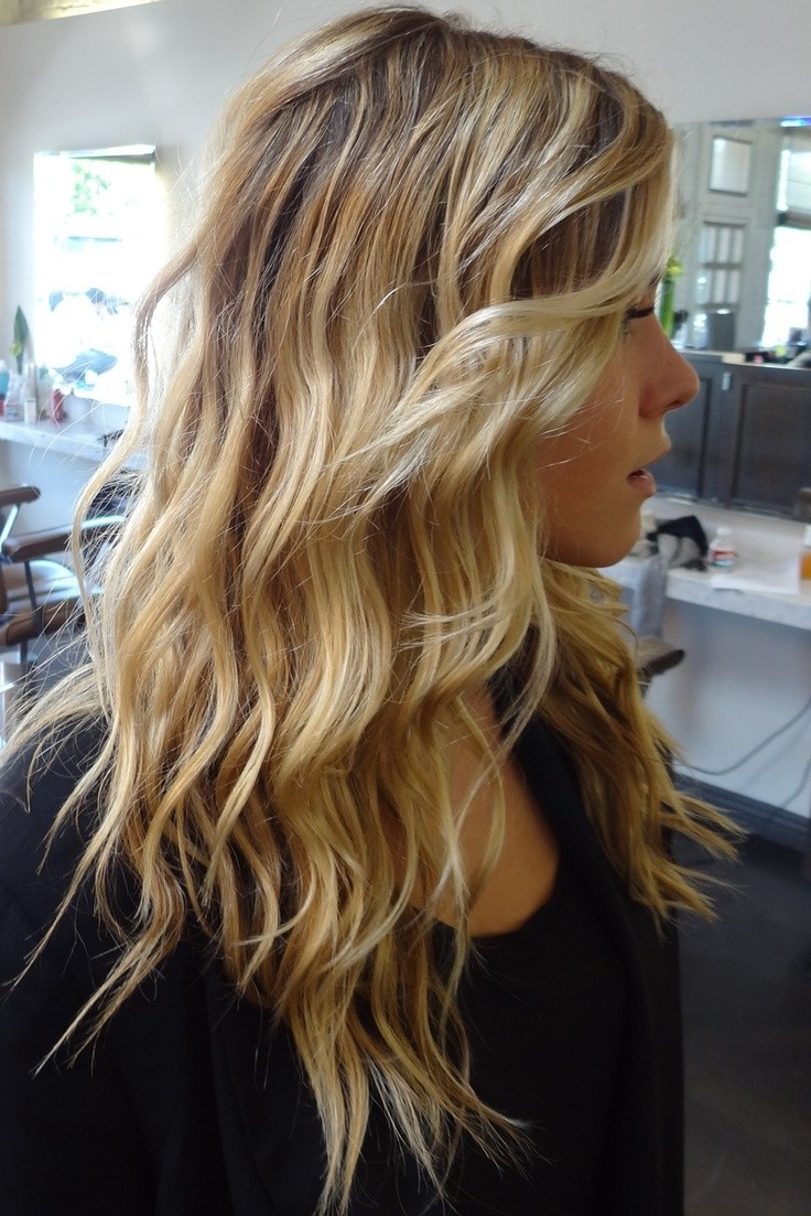 Cute Soft Wavy Hairstyle For Long Hair Beach Blonde Hair Hairstyles Weekly