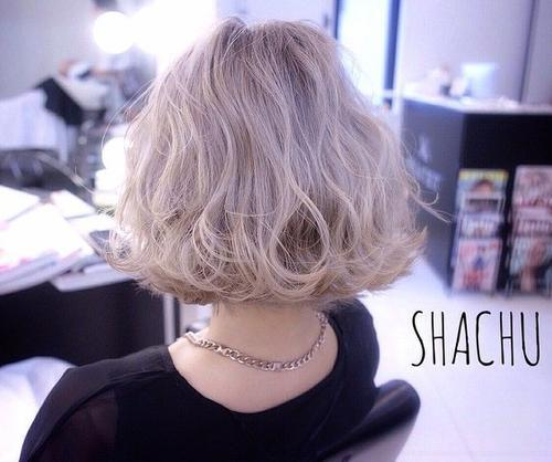 Short Messy Bob Hairstyle for Wavy hair