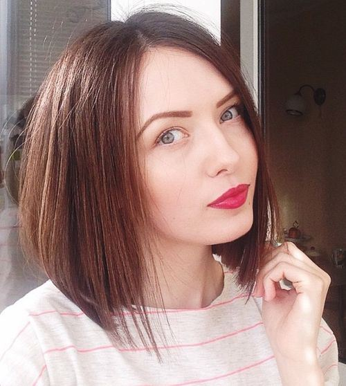 angled bob hairstyle for thin hair