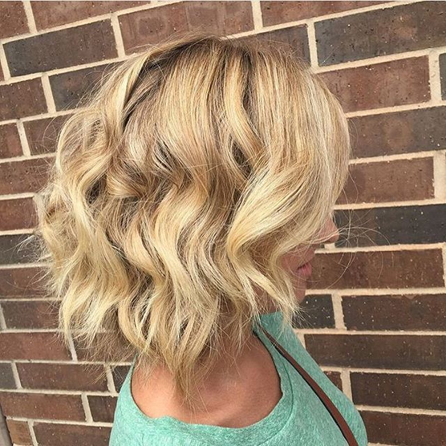 Blonde Messy Bob Hairstyle with beachy waves